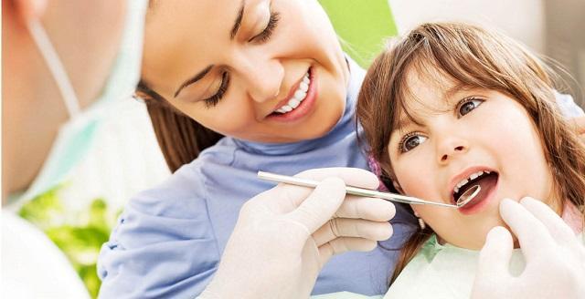 Để tránh tình trạng răng bị sâu nặng, bạn cần khám răng định kỳ, vệ sinh thường xuyên